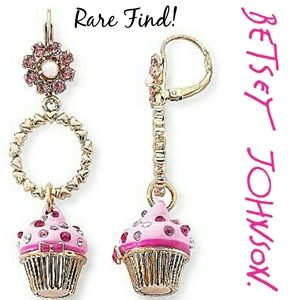Rare Betsey Johnson Vintage Cupcake Love Earrings
